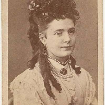 Albertine Larsen